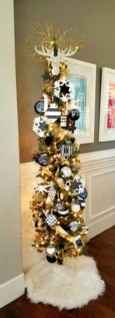 Totally Inspiring Black And Gold Christmas Decoration Ideas30