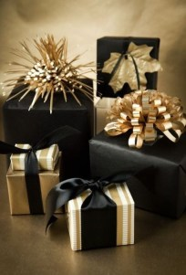 Totally Inspiring Black And Gold Christmas Decoration Ideas33