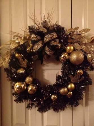 Totally Inspiring Black And Gold Christmas Decoration Ideas38