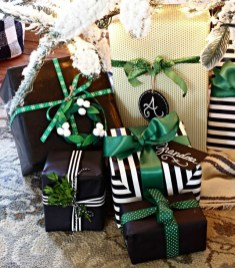 Totally Inspiring Black And Gold Christmas Decoration Ideas41