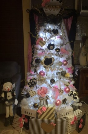 Totally Inspiring Black And Gold Christmas Decoration Ideas48