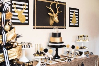 Totally Inspiring Black And Gold Christmas Decoration Ideas50