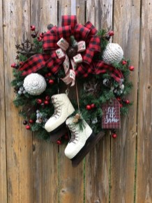 Unique Christmas Wreath Decoration Ideas For Your Front Door 03
