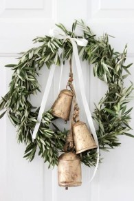 Unique Christmas Wreath Decoration Ideas For Your Front Door 05