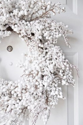 Unique Christmas Wreath Decoration Ideas For Your Front Door 15