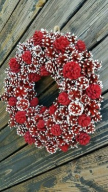 Unique Christmas Wreath Decoration Ideas For Your Front Door 27
