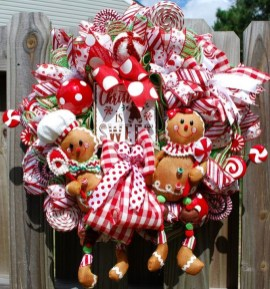 Unique Christmas Wreath Decoration Ideas For Your Front Door 37