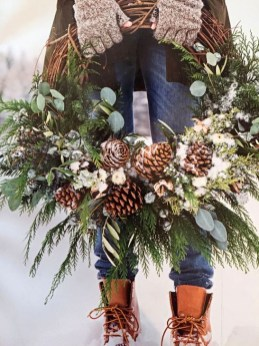Unique Christmas Wreath Decoration Ideas For Your Front Door 43