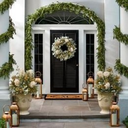 Welcoming Christmas Entryway Decoration For Your Home 03