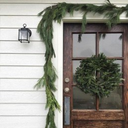 Welcoming Christmas Entryway Decoration For Your Home 13