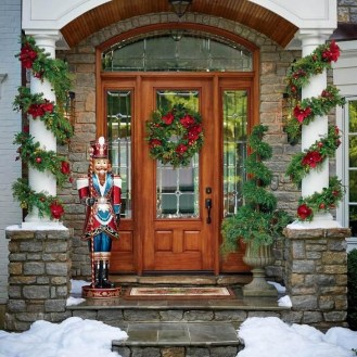 Welcoming Christmas Entryway Decoration For Your Home 16