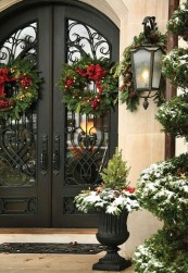 Welcoming Christmas Entryway Decoration For Your Home 18