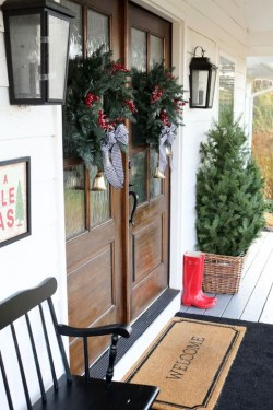Welcoming Christmas Entryway Decoration For Your Home 23