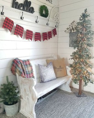 Welcoming Christmas Entryway Decoration For Your Home 42
