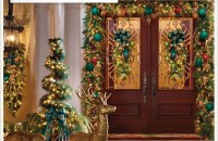 Welcoming Christmas Entryway Decoration For Your Home 52