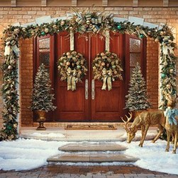 Welcoming Christmas Entryway Decoration For Your Home 54