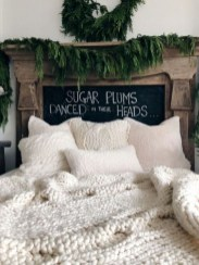 Adorable Bedroom Decoration Ideas For Winter 25
