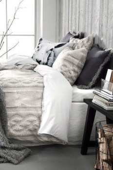 Adorable Bedroom Decoration Ideas For Winter 36