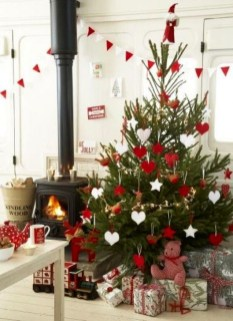Awesome Red And White Christmas Tree Decoration Ideas 05
