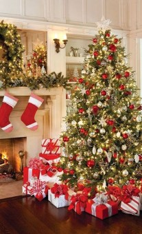 Awesome Red And White Christmas Tree Decoration Ideas 10