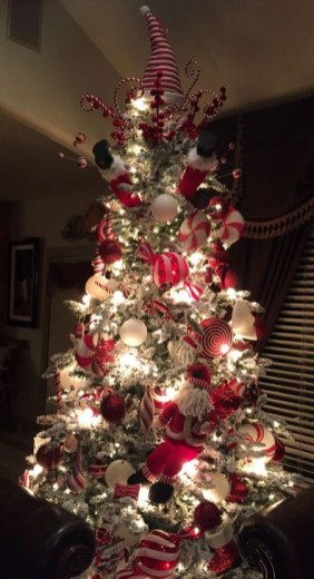 Awesome Red And White Christmas Tree Decoration Ideas 35