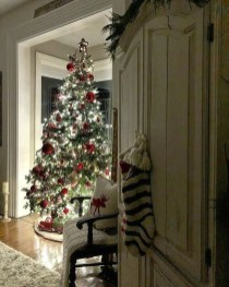 Awesome Red And White Christmas Tree Decoration Ideas 40