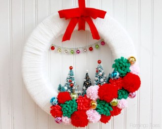 Brilliant DIY Christmas Wearth Decoration Ideas 19