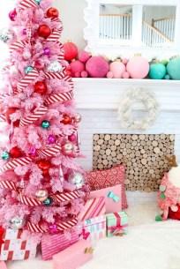 Charming Traditional Christmas Tree Decor Ideas 03