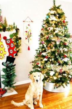 Charming Traditional Christmas Tree Decor Ideas 08