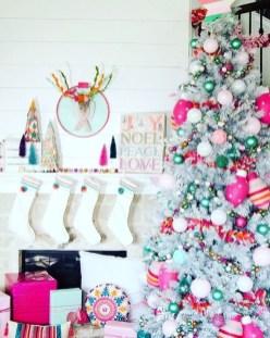 Charming Traditional Christmas Tree Decor Ideas 10