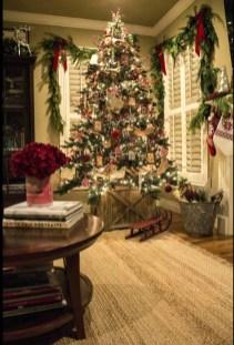 Charming Traditional Christmas Tree Decor Ideas 11