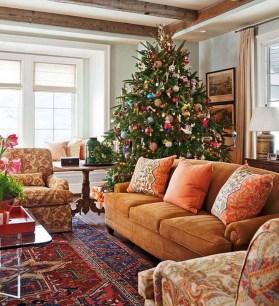 Charming Traditional Christmas Tree Decor Ideas 30