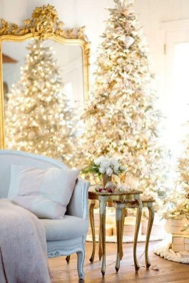 Charming Traditional Christmas Tree Decor Ideas 50