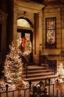 Cozy Outdoor Christmas Decoration Ideas 13