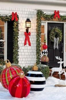 Cozy Outdoor Christmas Decoration Ideas 15