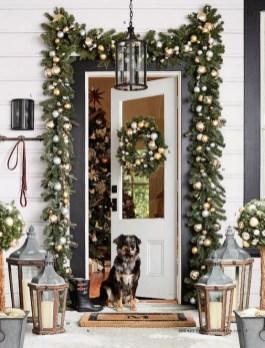 Cozy Outdoor Christmas Decoration Ideas 16