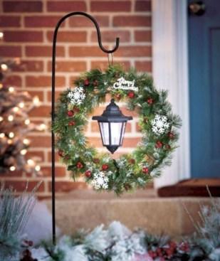 Cozy Outdoor Christmas Decoration Ideas 51