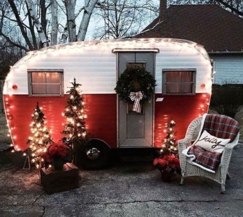 Creative RV Remodel Ideas For Christmas 38