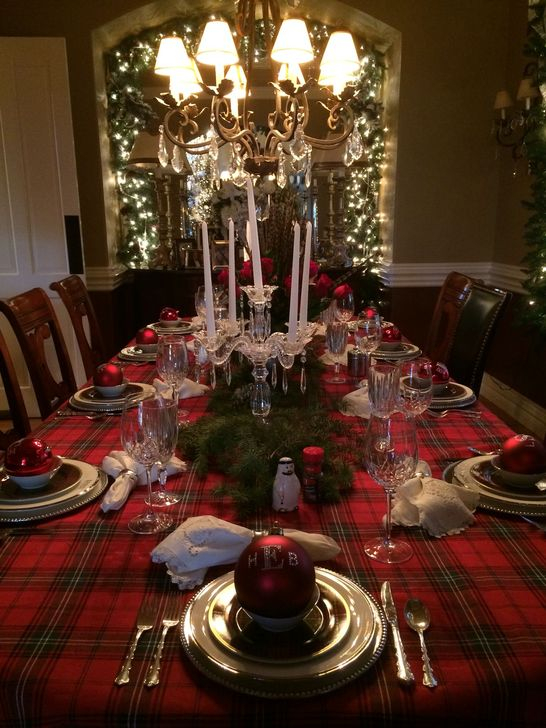 Eye Catching Kitchen Table Christmas Decoration Ideas 26