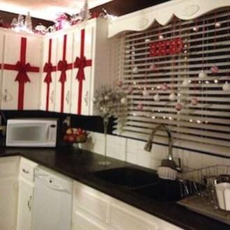 Fabulous Kitchen Christmas Decoration Ideas 11