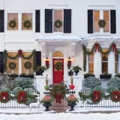 Favorite Christmas Porch Decoration Ideas 14