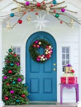 Favorite Christmas Porch Decoration Ideas 34