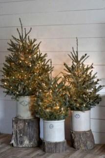 Gorgeous Farmhouse Christmas Tree Decoration Ideas 05