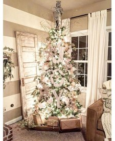 Gorgeous Farmhouse Christmas Tree Decoration Ideas 30