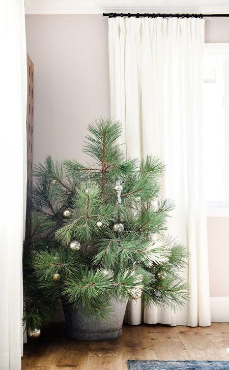 Gorgeous Farmhouse Christmas Tree Decoration Ideas 34