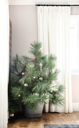 Gorgeous Farmhouse Christmas Tree Decoration Ideas 34