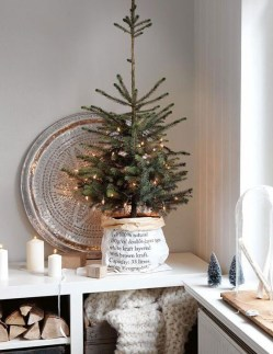 Gorgeous Farmhouse Christmas Tree Decoration Ideas 39