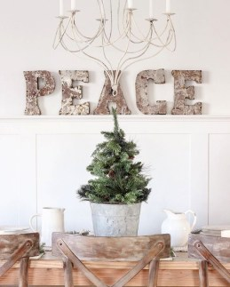 Gorgeous Farmhouse Christmas Tree Decoration Ideas 41