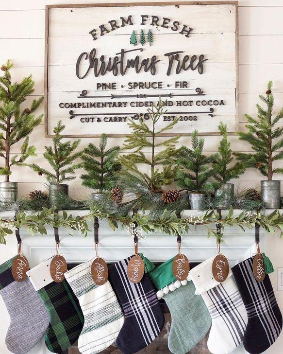 Gorgeous Farmhouse Christmas Tree Decoration Ideas 43