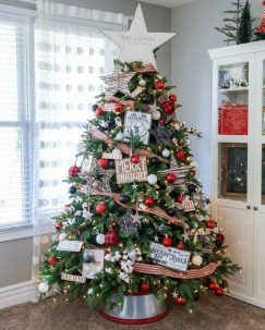 Gorgeous Farmhouse Christmas Tree Decoration Ideas 48